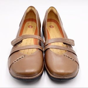 Clark's Unstructured Mary Janes Brown Leather sz10